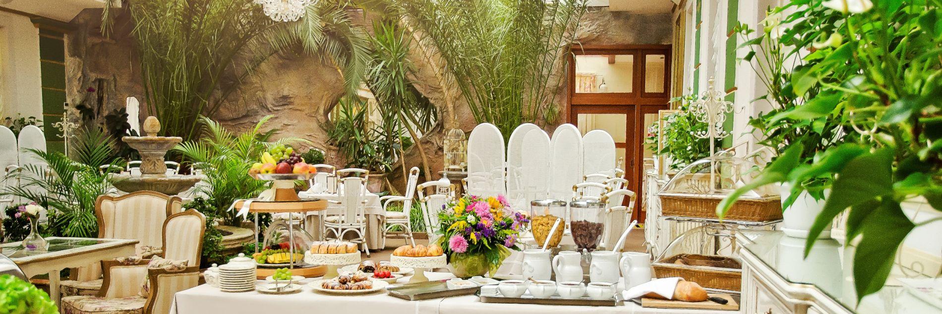Peci lne ponuky golden royal boutique hotel spa for Boutique hotel ani