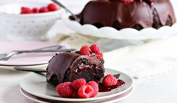 chocolate-raspberry-bundt-cake-picture-650x434.jpg